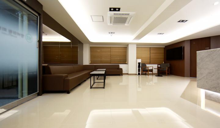 Hospital image caa266f3043290f4e8